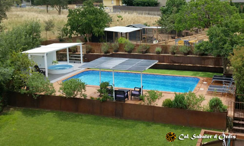 Photos pool, jacuzzi, garden and barbecue